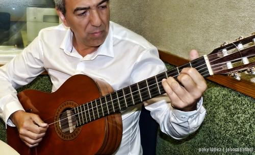 Afinant la guitarra